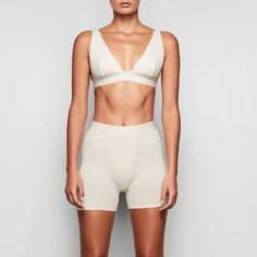 Like his boxers, only cooler. This long-enough pair covers with cool and breathable stretch-cotton and exudes a sporty look with boyfriend-inspired topstitching. Kim Kardashian, Kardashian Workout, Kardashian Fashion, Veronica, Cotton Leggings, Thermal Leggings, Loungewear Set, Poses, Sporty Look
