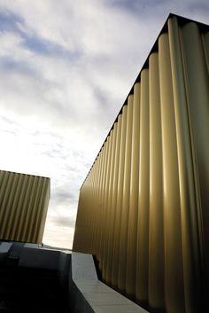 Hunter Douglas Multi Panel Facade.  #facade #architecture #hunterdouglas