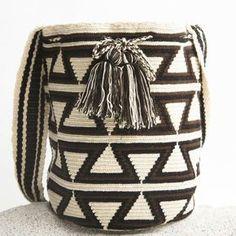 Risultati immagini per mochila bag crochet pattern free Crochet Shell Stitch, Crochet Chart, Diy Crochet, Crochet Patterns, Tapestry Bag, Tapestry Crochet, Crochet Handbags, Crochet Purses, Crochet Bags