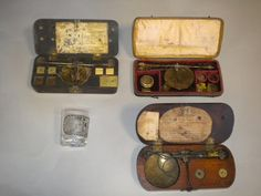Coin Scales, Mahogany box with a pair of equal arm balance scales by Charles DE GRAVE of Aldersgate London Steel balance, beam, with brass pans, cords intact. Two guinea and half guinea knobbed weights in slots. Box round ended with brass catc Arm Balance, Rococo Style, Coins, Scale, Auction, Antiques, Weights, Weighing Scale, Antiquities