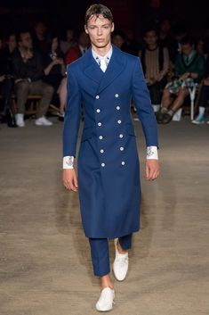 http://www.style.com/slideshows/fashion-shows/spring-2016-menswear/alexander-mcqueen/collection/8