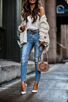 Today we are going to make a small chat about 2019 Gucci fashion show which was in Milan. When I watched the Gucci fashion show, some colors and clothings. Gucci Fashion Show, Fashion Mode, Fashion Blogger Style, Look Fashion, Winter Fashion, Chloe Fashion, Feminine Fashion, Fashion Bloggers, Fashion Fashion