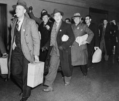 Canadians arriving home after having fought in the Spanish Civil War. Library and Archives Canada.