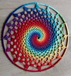 Step-by-step photo-tutorial of crochet rainbow spiral in mandala ring. Crochet your beautiful home deco! Crochet Mandala Pattern, Spiral Pattern, Crochet Circles, Crochet Doilies, Doily Patterns, Crochet Stitches, Crochet Dreamcatcher Pattern Free, Needlepoint Stitches, Dream Catchers