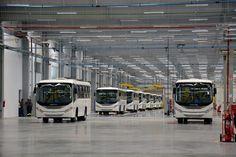 Produção de ônibus cai 9,6% no primeiro bimestre -     A produção de chassis de ônibus no Brasil registrou no primeiro semestre bimestre deste ano queda de 9,6%, de acordo com dados da Anfavea – Associação Nacional dos Fabricantes de Veículos Automotores, divulgados nesta terça-feira 7 de março de 2017.  Foram produzidos 2.427 chassis - http://acontecebotucatu.com.br/geral/producao-de-onibus-cai-96-no-primeiro-bimestre/