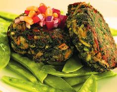 Vegetarisch eten niet lekker? Probeer dit eens! -  Nee het is niet aangebrand. Die zwarte kleur komt gewoon van het zeewier dat erin zit. Alsje vegetariër bent of gewoon gezond wilt eten ben je vaak op zoek naar iets nieuws om op tafel te zetten. Geef je menukaart een verrassende twist met ditlekkererecept voor bijvoorbeeld de lunch; vegetarisch en tjokvol goede stoffen. Je eiwitten krijg je onder meer binnen door de adukibonen die voor de burgersgebruikt worden.  Gierst(in dit recept…