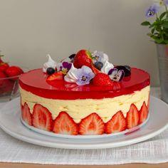 Sommerlig fraisier Banana Pudding Cake, Cheesecake, Deserts, Gluten Free, Baking, Food, Greedy People, Glutenfree, Cheesecakes