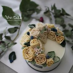 Class  Rice Flower cake  . . . www.vivi-cake.com . .  #flowercake #korea #design #cake #flowercakeclass #cakeclass #flowers #riceflower #koreaflowercake #koreanflowercake #piping #rice #riceflowercake #wilton #wiltoncake #koreanbuttercream #flowers #baking #vivicake #cupcake #seoul #hongdae #cakeicing #플라워케이크 #떡케이크 #플라워케이크떡케이크 #심화반 #1주차