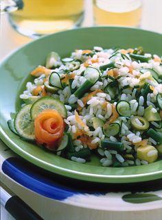 Insalata di riso con fagiolini e salmone affumicato Gourmet Recipes, Pasta Recipes, Whole Food Recipes, Pearl Barley, Rice Salad, Buckwheat, Lentils, Cobb Salad, Feta