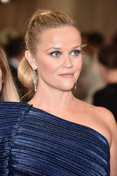 See the best hair and make-up from the Met Gala 2017 red carpet in full, close-up detail, from Cara Delevingne and Alexa Chung to Rihanna and Katy Perry Superior Hair, Red Carpet Makeup, Hair Locks, Reese Witherspoon, Cara Delevingne, Alexa Chung, Pretty Woman, Her Hair, Blonde Hair