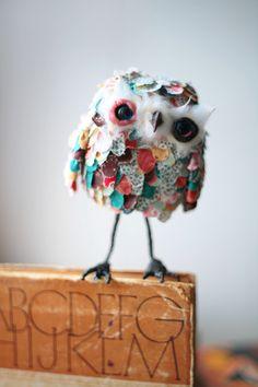 Sute fabric scrap owl - Designed by Oso Polar Textile Sculpture, Soft Sculpture, Textile Art, Sculptures, Fabric Birds, Fabric Art, Styrofoam Ball Crafts, Bijoux Design, Art And Craft