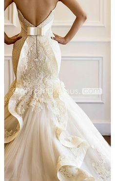 wedding dress bow wedding gown -- kind of reminds me of the back of my wedding dress! Wedding Dresses 2014, Stunning Wedding Dresses, Wedding Attire, Beautiful Dresses, Gorgeous Dress, Lace Wedding Gowns, Unique Wedding Dress, French Wedding Dress, Wedding Dressses