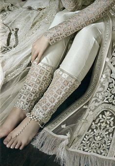 Pakistani Fashion Casual, Pakistani Dresses Casual, Pakistani Dress Design, Indian Fashion, Stylish Dress Designs, Designs For Dresses, Stylish Dresses, Fashion Pants, Fashion Dresses