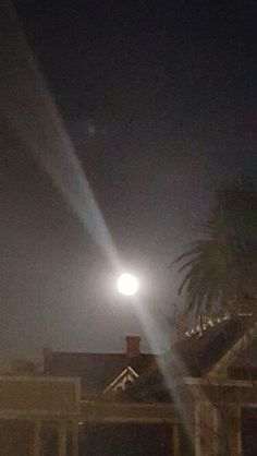 Full Moon magic!! The combination of the powerful energies from the Eclipse & Full Moon are magical. The beauty & soothing feel beaming from Venus makes my heart expand & overflow with love. Enjoy the glow!