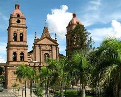 Santa Cruz, Bolivia...LOVE THIS PLACE seriously this cathedral is amazing. Bolivia, Wonderful Places, Beautiful Places, Amazing Places, Central America, South America, Places Ive Been, Places To Go, City Scene