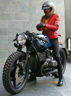 W E E K E N D Bea González Eguiraun on a BMW by Roa Motorcycles