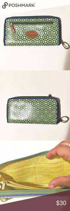 Fossil green and white women's wallet This wallet has a TON of space for credit cards and business cards, there is also a zipper pocket in the middle of the wallet for all your lose change. Fossil Bags Wallets