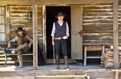 Jeremy Irons and Timothy V. Murphy in Appaloosa Comanche Moon, Western Costumes, Jeremy Irons, Red Dead Redemption, Western Movies, Appaloosa, John Wayne, Old West, Picture Photo
