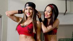 Nikki Bella's offizielles WWE Diven Profil mit Biografie, exklusiven Videos, Fotos, Karriere-Highlights und vieles mehr!