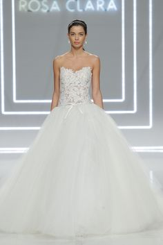 Rosa Clara bridal collection from Barcelona Bridal Fashion Week 2017: http://www.stylemepretty.com/2016/04/27/rosa-clara-barcelona-bridal-fashion-week-2017/ #sponsored @BCNbridalweek
