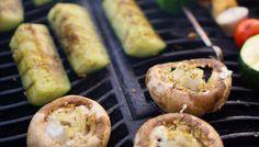 Fetalla täytetyt herkkusienet #poppamies #maustaminen #kgrillaus #herkkusieni #feta #garlicrub #fetasieni #valkosipuli Feta, Sausage, Sausages