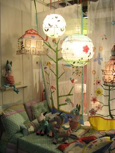 beautiful ! Taj Wood Scherer decoration - ideas for transitioning to a big girl room one of these days