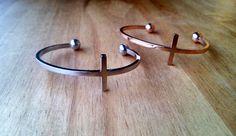 """Pulseras """"cruz"""" de plata y oro rosa de la Collection Capricho´s Isabella"""