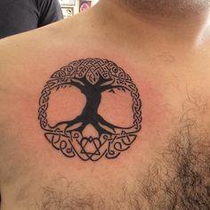 Árbol de la vida con símbolo de la adopción en la raíz  #tatoo #tatuaje #arboldelavida #adopcion @mustachetatoo