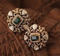 Ear Cuff Jewelry, Indian Jewelry Earrings, Jewelry Design Earrings, Gold Earrings Designs, Mom Jewelry, Black Diamond Jewelry, Stylish Jewelry, Lockets, Ear Studs