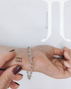 Tiny Tattoos For Girls, Cute Tiny Tattoos, Dream Tattoos, Little Tattoos, Pretty Tattoos, Mini Tattoos, Smal Tattoo, Small Wrist Tattoos, Finger Tattoos