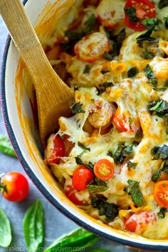 One pot, thirty minutes, and only a handful of ingredients is all you're going to need to make this cozy caprese pasta! --- An entire meal-in-one for those weeknights when you don't feel like cooking! Sausage Spaghetti, Sausage Pasta, Cheese Sauce For Pasta, Macaroni And Cheese, Caprese Pasta, Pasta Salad, One Pot, Best Appetizers, Grilling Recipes