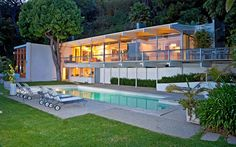 """Richard Neutra's """"Staller House"""" located in Los Angeles is a classic Neutra post-and-beam style house and was originally built in 1955-56."""