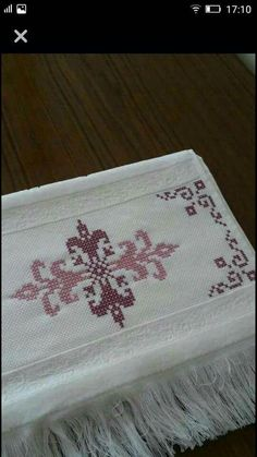 Nice embroidery stitch towel with pattern schema. Just Cross Stitch, Cross Stitch Borders, Cross Stitch Baby, Cross Stitch Designs, Cross Stitching, Hardanger Embroidery, Silk Ribbon Embroidery, Diy Embroidery, Cross Stitch Embroidery