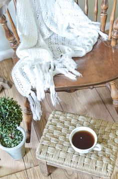 Need to add a little texture to your living room? Try making this easy footstool that uses jute twine and vintage bare wood. Burlap Crafts, Diy Home Crafts, Fun Crafts, Sisal, Furniture Fix, Diy Outdoor Furniture, Diy Footstool, Jute Twine, Diy Décoration