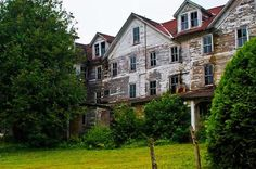 abandoned hotel...Looks spooky <3 I would stay a night or 2