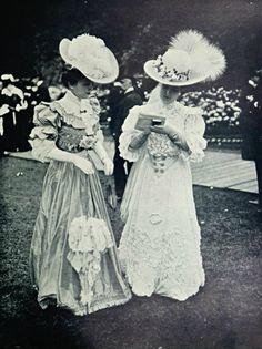 Aux courses, 1904.