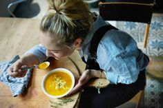 Around this time of the year, I can't get enough of soups like this sweet pumpkin soup. X Rens Veggie Recipes, Healthy Recipes, Veggie Food, Healthy Food, Metabolic Balance, Dinner For Two, Pumpkin Soup, Nutritious Meals, Healthy Life