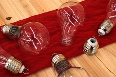Λάμπα Πλαστική Ανοιγόμενη Μικρή PLI153427  Λάμπα πλαστική ανοιγόμενη μικρή, διαστάσεων 6cm x 10cm.Γεμίστε την με υλικά της αρεσκείας σας και δημιουργήστε πρωτότυπα και μοναδικά προϊόντα.