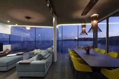 Intérieur meublé de façon minimaliste mais contemporaine avec quelques touches élégantes