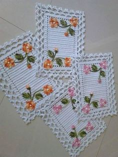 crochet and knitting Crochet Mat, Crochet Lace Edging, Crochet Motifs, Crochet Squares, Filet Crochet, Crochet Doilies, Crochet Flowers, Crochet Table Runner Pattern, Crochet Placemats