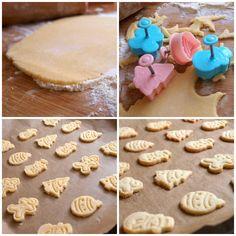 Letos jsem ochutnala kokosové linecké cukroví v rámci sestřiny brigády, pracuje jako hosteska a měla za úkol péct cukroví z kupovaného těsta (přiznávám, že jsem dosud nevěděla, že se těsto na cukroví dá koupit :)). Ale moc mi chutnalo a rozhodla jsem se, že ho letos také upeču. Při hledání receptu jsem ale nacházela samé… Christmas Cookies, Recipes, Food, Drink, Xmas Cookies, Meal, Soda, Christmas Crack, Food Recipes