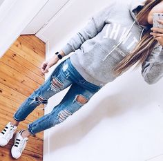 sweatshirt outfit
