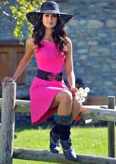 Ileana Dazling Photos in Pink Mini Skirt and Black Hat Long Boots Buckle Indian Bollywood Actress, Bollywood Actress Hot Photos, Indian Actress Hot Pics, Bollywood Girls, Beautiful Bollywood Actress, Beautiful Actresses, Tamil Actress, Beautiful Girl Indian, Most Beautiful Indian Actress