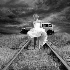 Eu me arrisco sempre mas nunca faço planos, não ando em linha reta e não exijo isso de ninguém, sou livre para percorrer meu caminho cheio de imperfeições. #fernandaguiterio #freedom #amores #desamores #poetryofinstagram #poetrycommunity #follow4follow