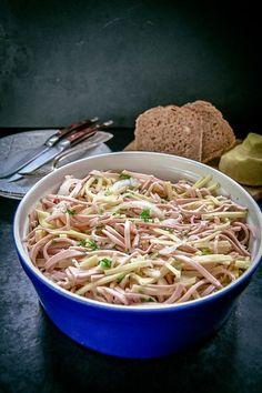 Herzhafter Schwäbischer-Wurstsalat mit Käse Ihr lieben, vor ein paar Tagen habe ich einen schwäbischen Wurstsalat für uns zum Abendbrot gemacht und das Foto vom Salat auf meiner Instagram und Faceb…