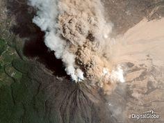 Las imágenes satelitales más impactantes del año 2014 (FOTOS) | Comer, Viajar, Amar-23 de enero: La erupción del Monte Sinabung en Indonesia. Hermoso y aterrador al mismo tiempo. Murieron más de una docena de personas / DigitalGlobe