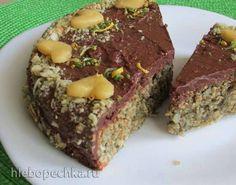 сливовый пирог с орехово-коричным штрейзелем.
