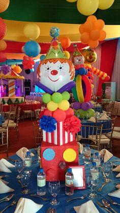 Circus Centerpiece Diy Carnival, Circus Carnival Party, Circus Theme Party, Carnival Themes, Circus Wedding, Carnival Costumes, Shared Birthday Parties, Carnival Birthday Parties, Circus Birthday