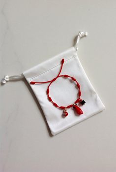 New Baby Red Knot Bracelet, good luck charm. Red evil eye, red hand and azabache. GOLD FILLED GENUINE These bracelets are extremely popular in the Spanish community. Kandi Bracelets, Bracelets Design, Thread Bracelets, Friendship Bracelets, Beaded Bracelets, Evil Eye Jewelry, Evil Eye Bracelet, I Love Jewelry, Diy Jewelry