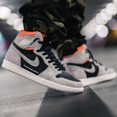 91ae3b44dd9e09 Jordan 1 Retro High Neutral Grey Hyper Crimson